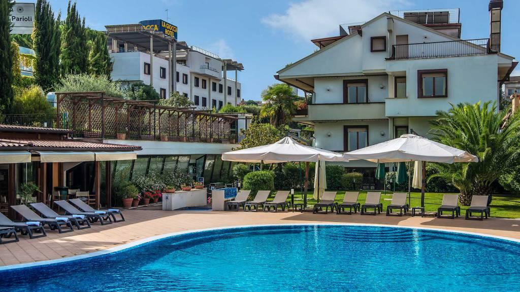 Hotel-La-Giocca-Roma-swimming-pool