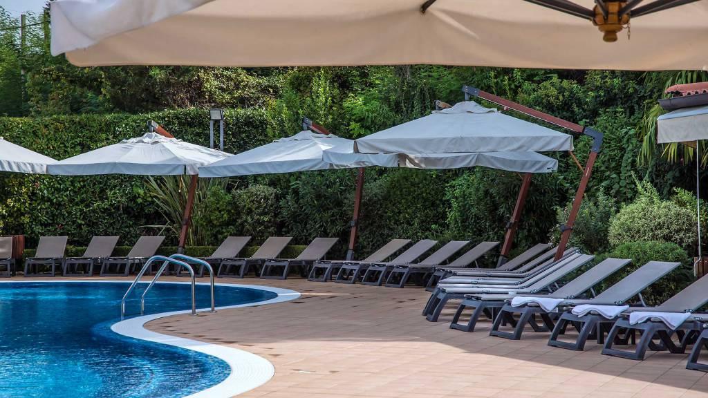 Hotel-La-Giocca-Roma-swimming-pool-2