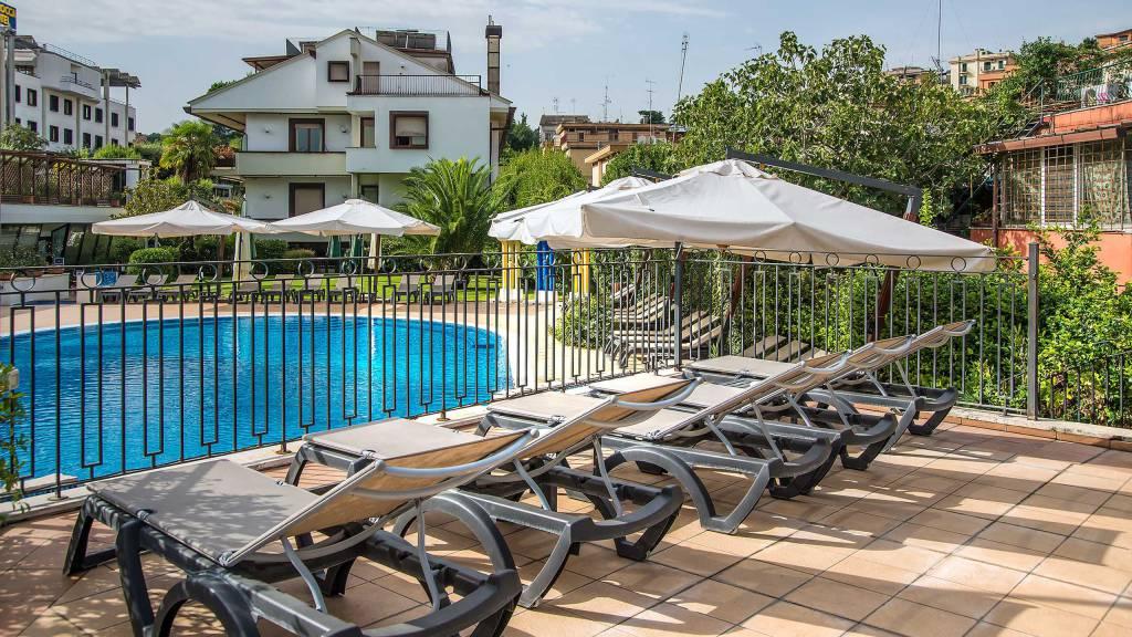 Hotel-La-Giocca-Roma-swimming-pool-4