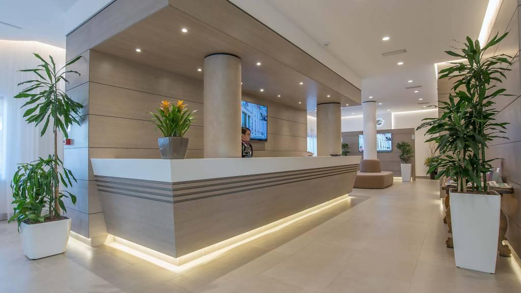 Hotel-La-Giocca-Roma-new-hall-reception-2