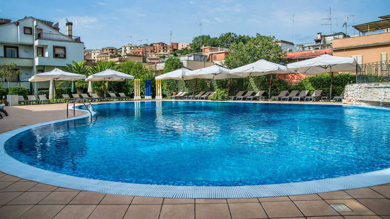 Hotel-La-Giocca-Roma-swimming-pool-3