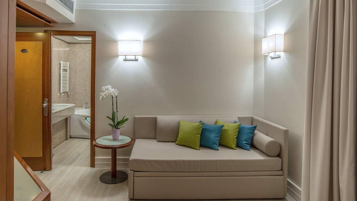 Hotel-La-Giocca-Roma-suite-sofa-4