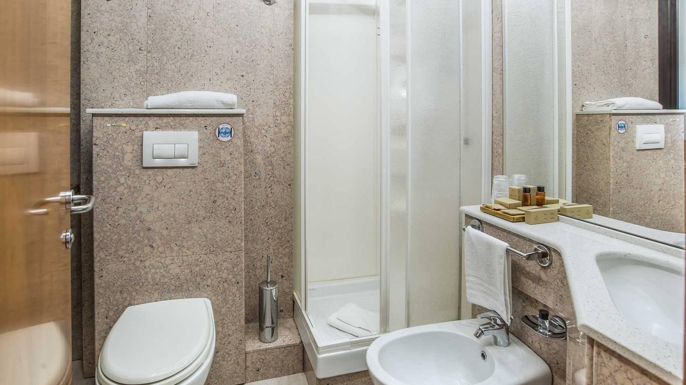 Hotel-La-Giocca-Roma-superior-single-room-bathroom-5