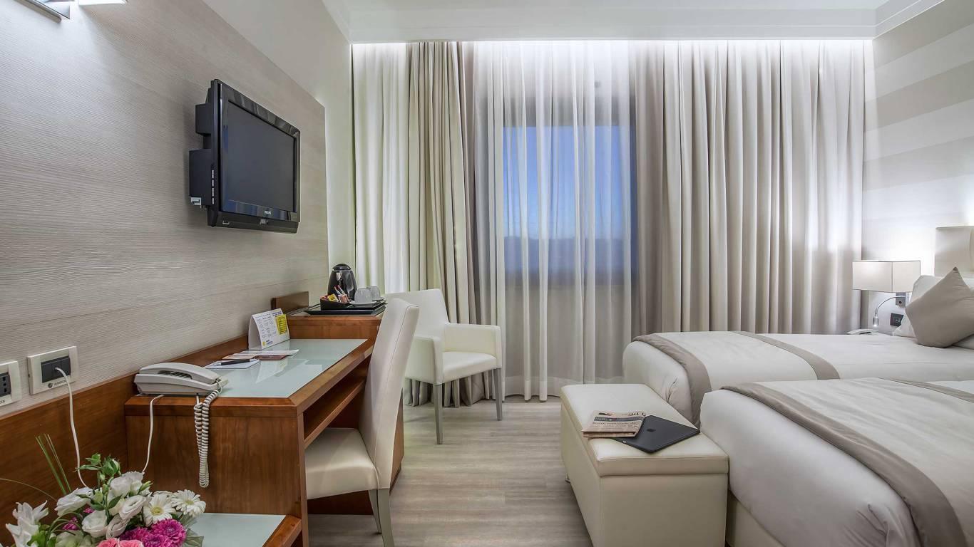 Hotel-La-Giocca-Roma-double-superior-room-3