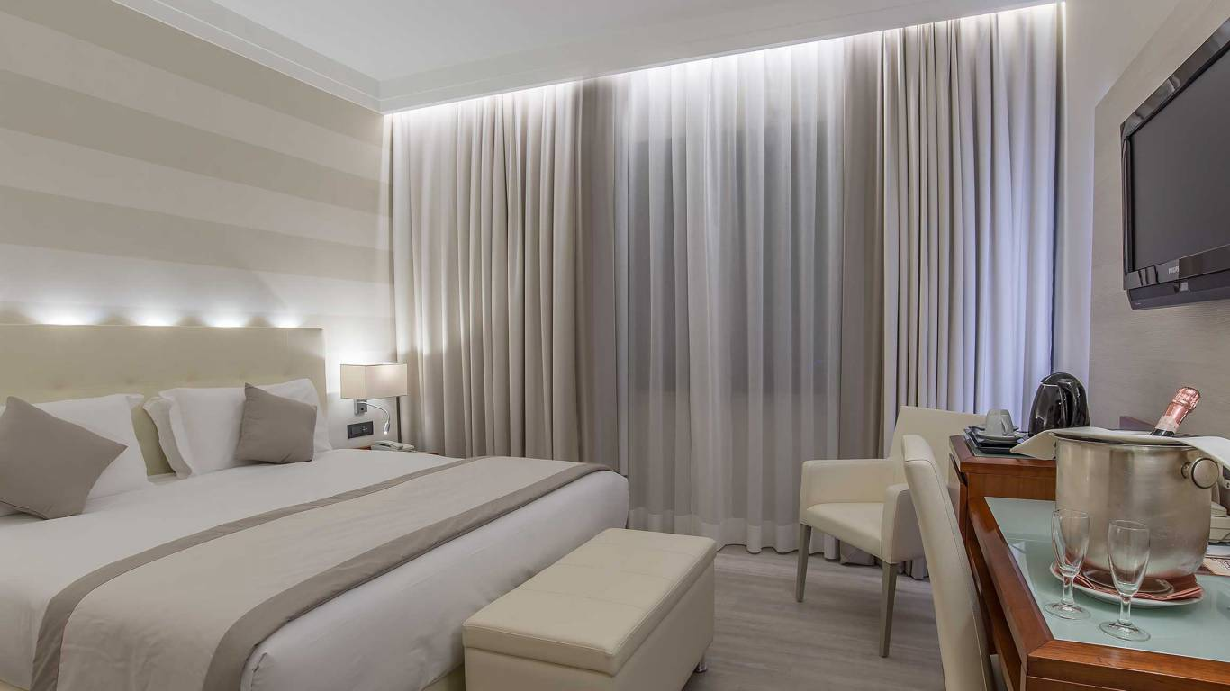 Hotel-La-Giocca-Roma-double-superior-room-15