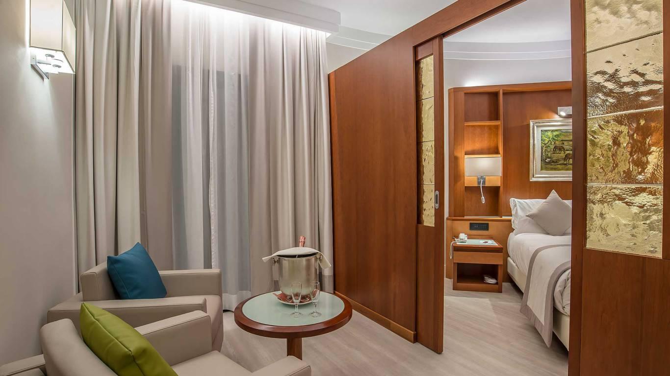 Hotel-La-Giocca-Roma-junior-suite-armchairs-7