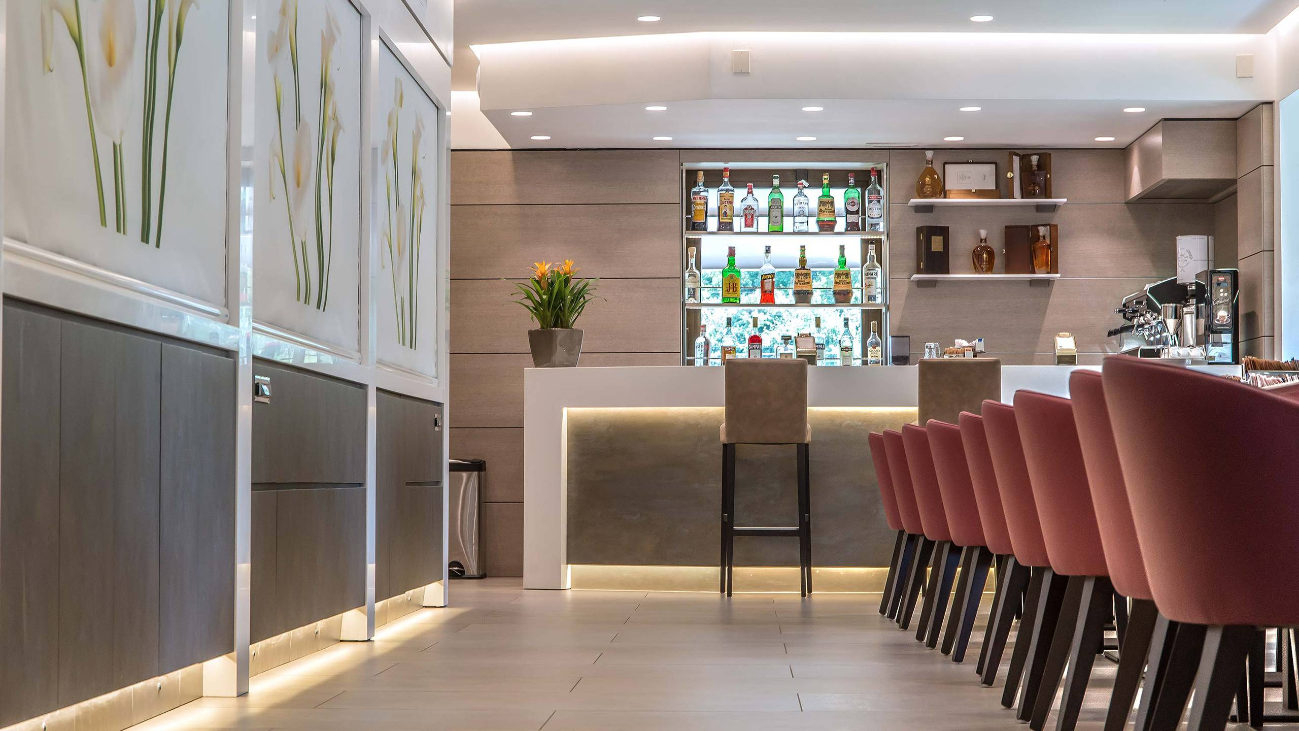 Hotel-La-Giocca-Roma-new-bar-counter-tables-2