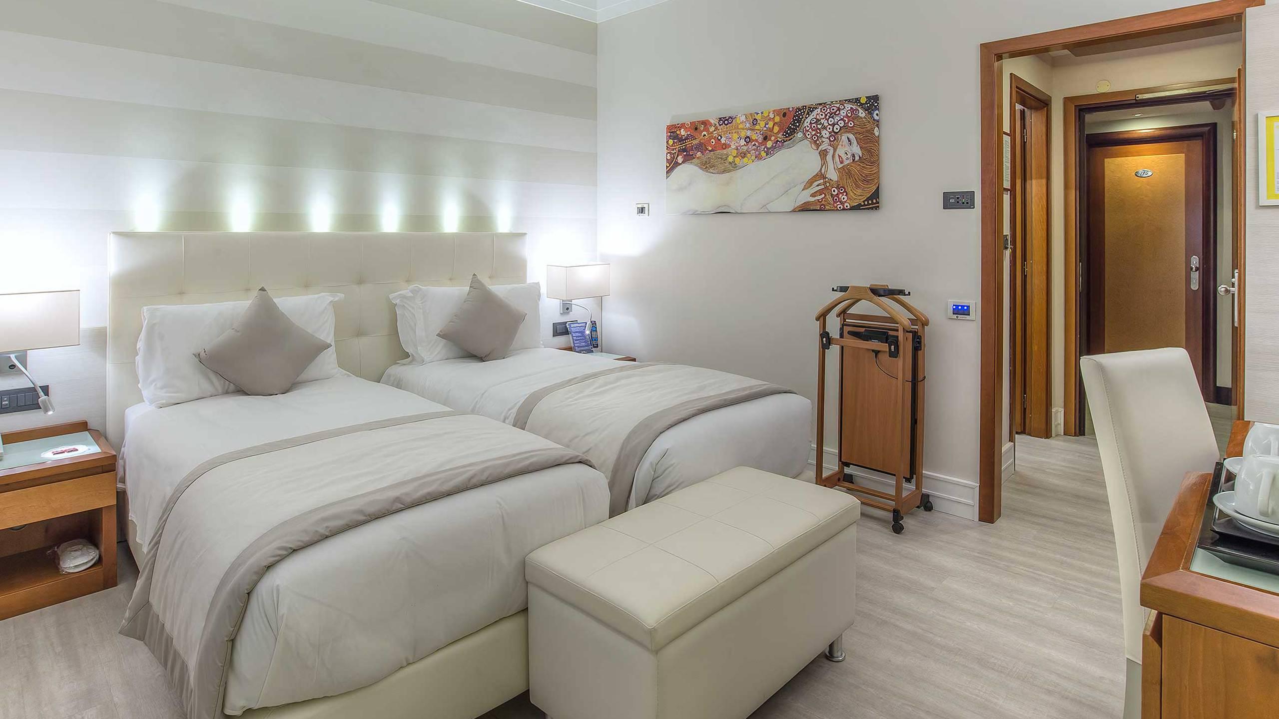Hotel-La-Giocca-Roma-double-superior-room-2