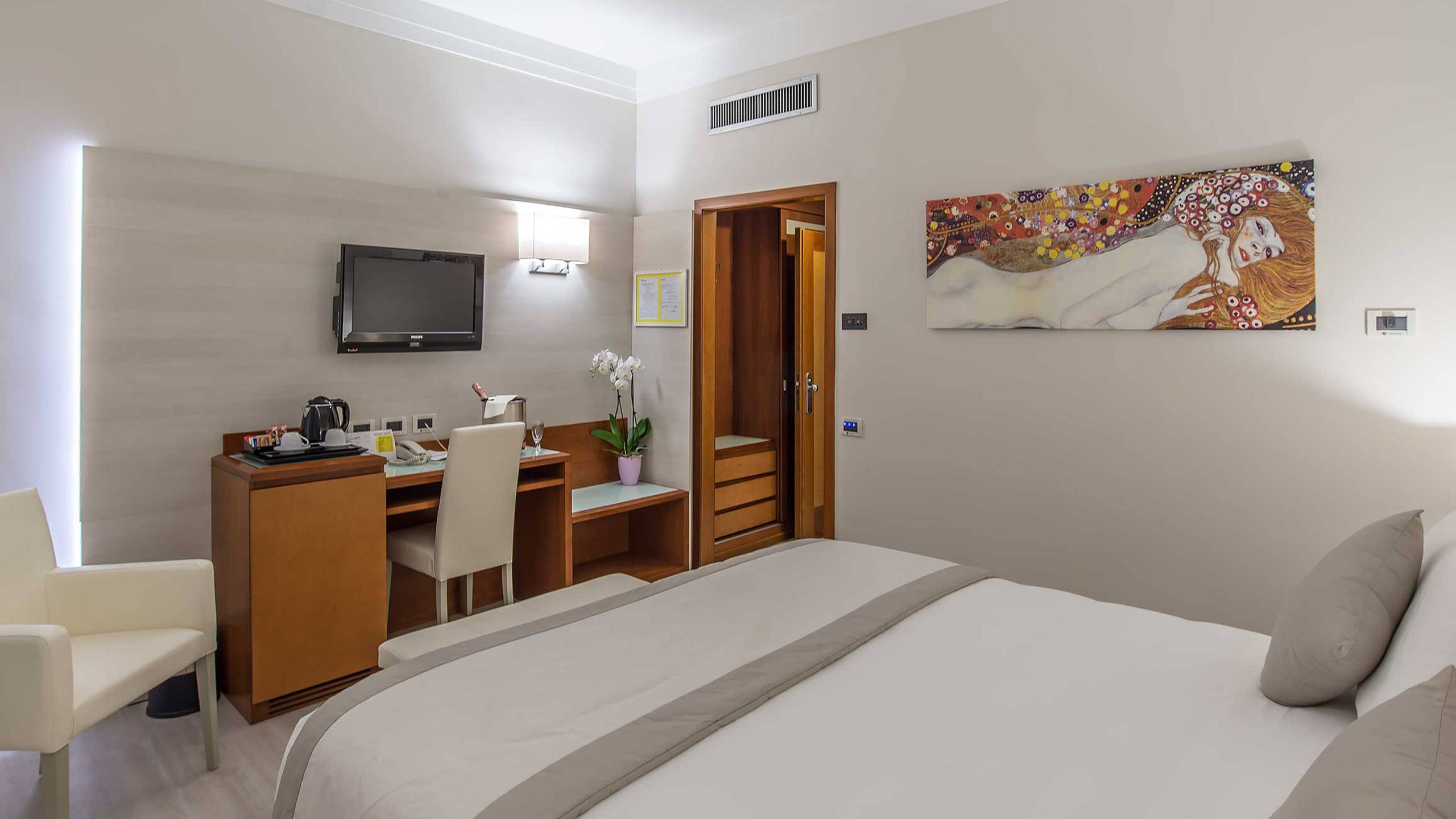 Hotel-La-Giocca-Roma-double-superior-room-16
