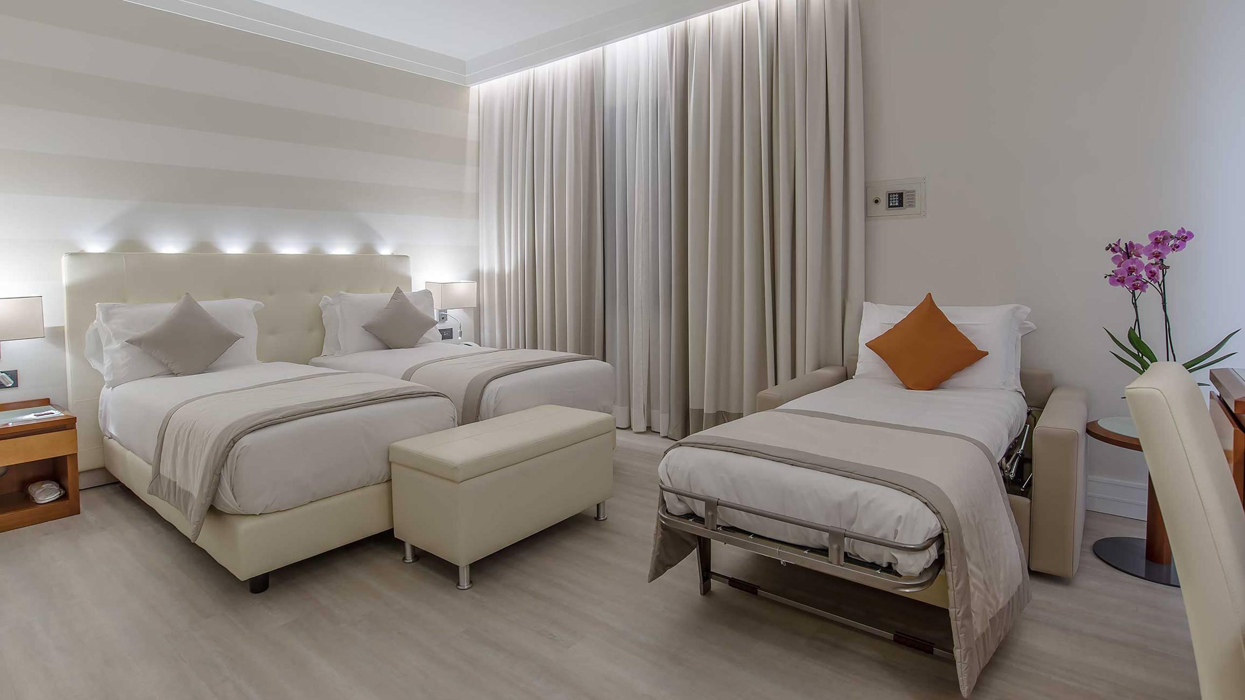 Hotel-La-Giocca-Roma-superior-triple-room-2