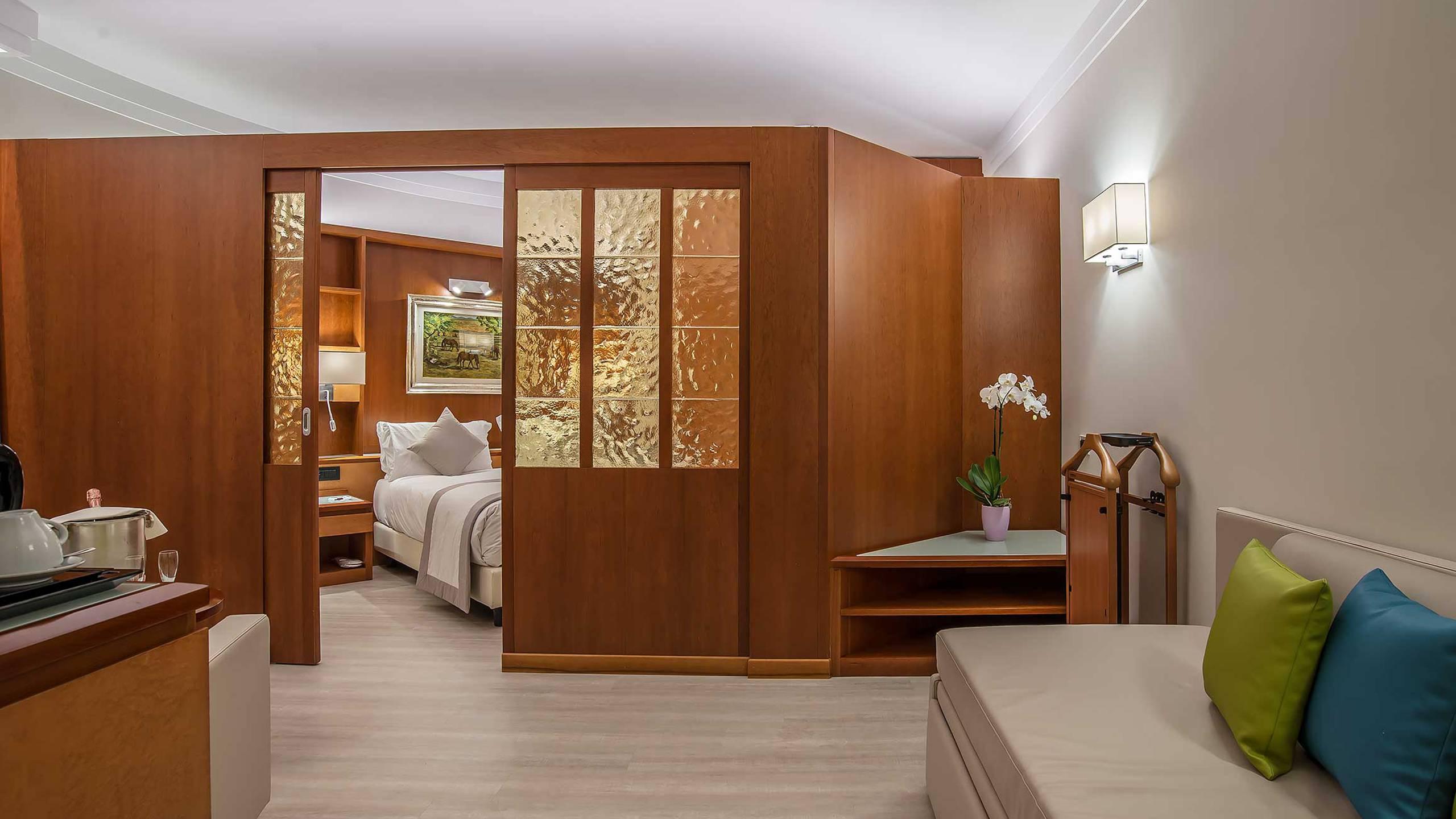 Hotel-La-Giocca-Roma-junior-suite-sofa-6