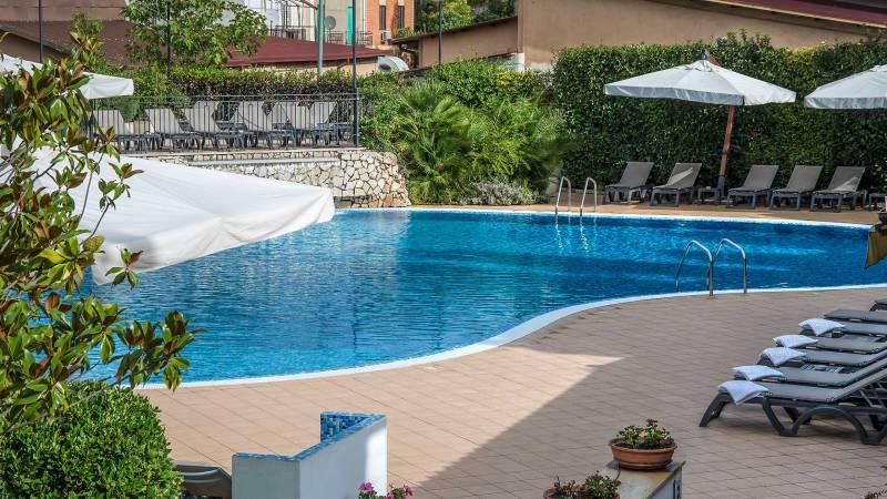 Hotel-La-Giocca-Roma-swimming-pool-5