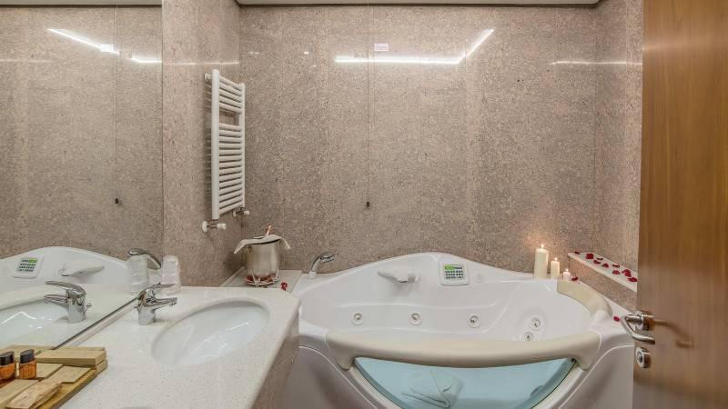 Hotel-La-Giocca-Roma-suite-bathroom-3