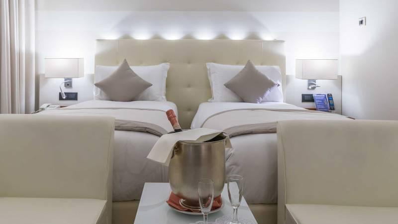 Hotel-La-Giocca-Roma-double-superior-room-champagne-9